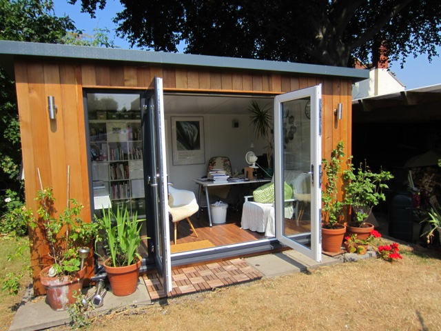 4m x 3m Contemporary Studio with overhanging roof (bespoke width)